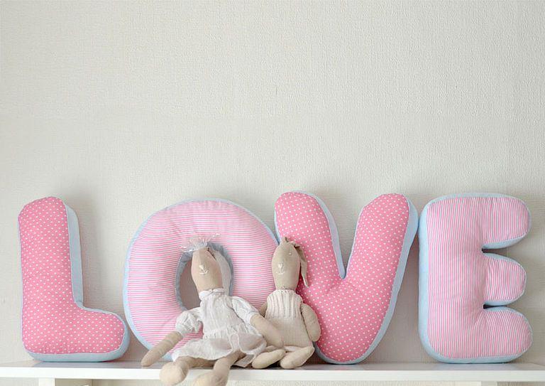 буквы-подушки дизайн