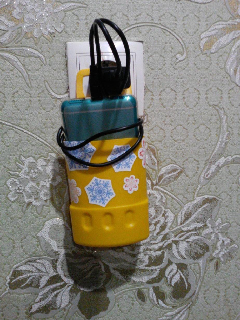 Как превратить пластиковую бутылку в подставку для зарядки телефона 55