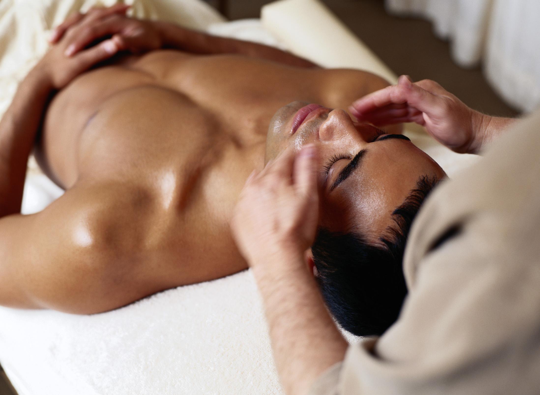 Как сделать массаж спины мужчине (видео уроки по) 1