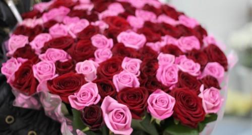 Большой букет роз в подарок