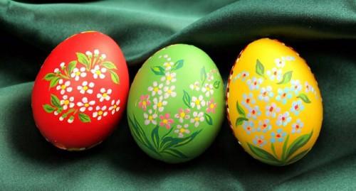 Роспись акварельными красками пасхальных яиц