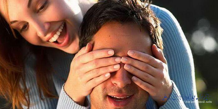 Парень с девушкой впервые пробуют анальный секс - смотрите
