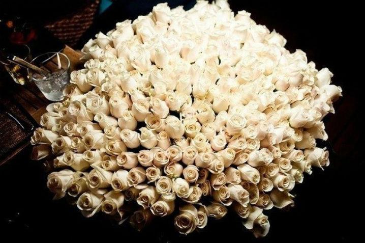 Большой букет роз с днём рождения